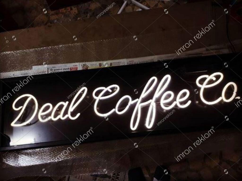 Neon Cafe Tabelaları