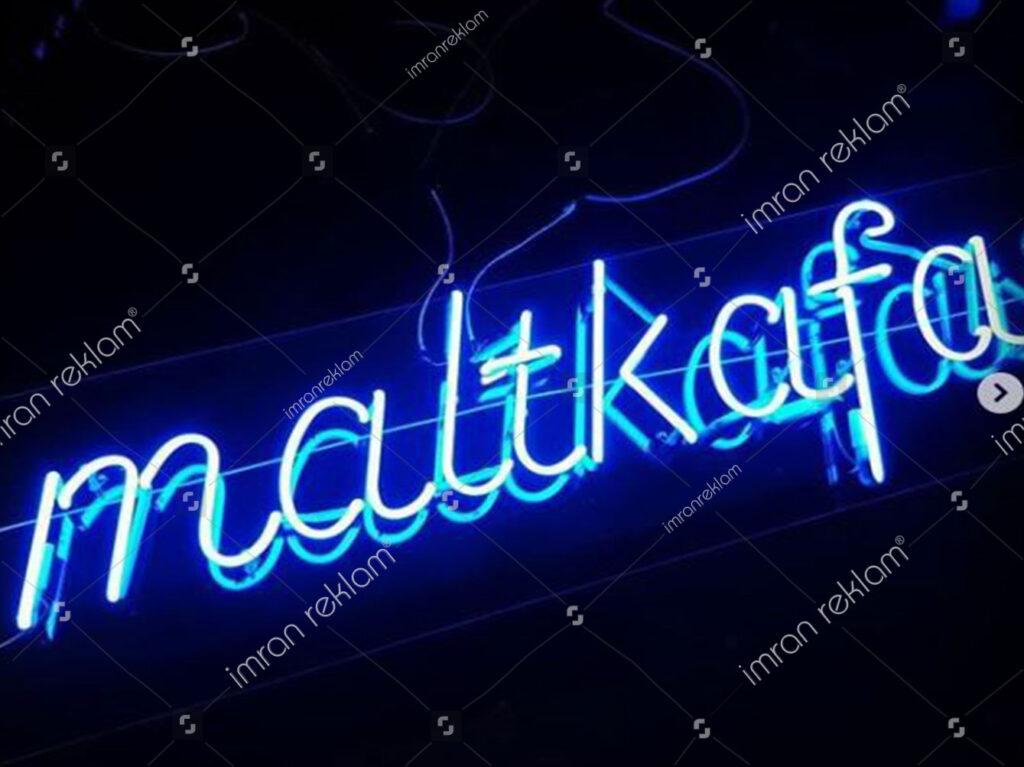 Mavi Yazılı Neon Tabelaları