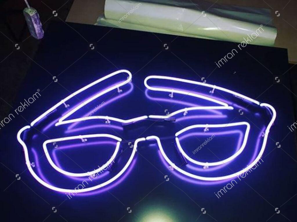 Gözlük Şekilli Neon Tabela