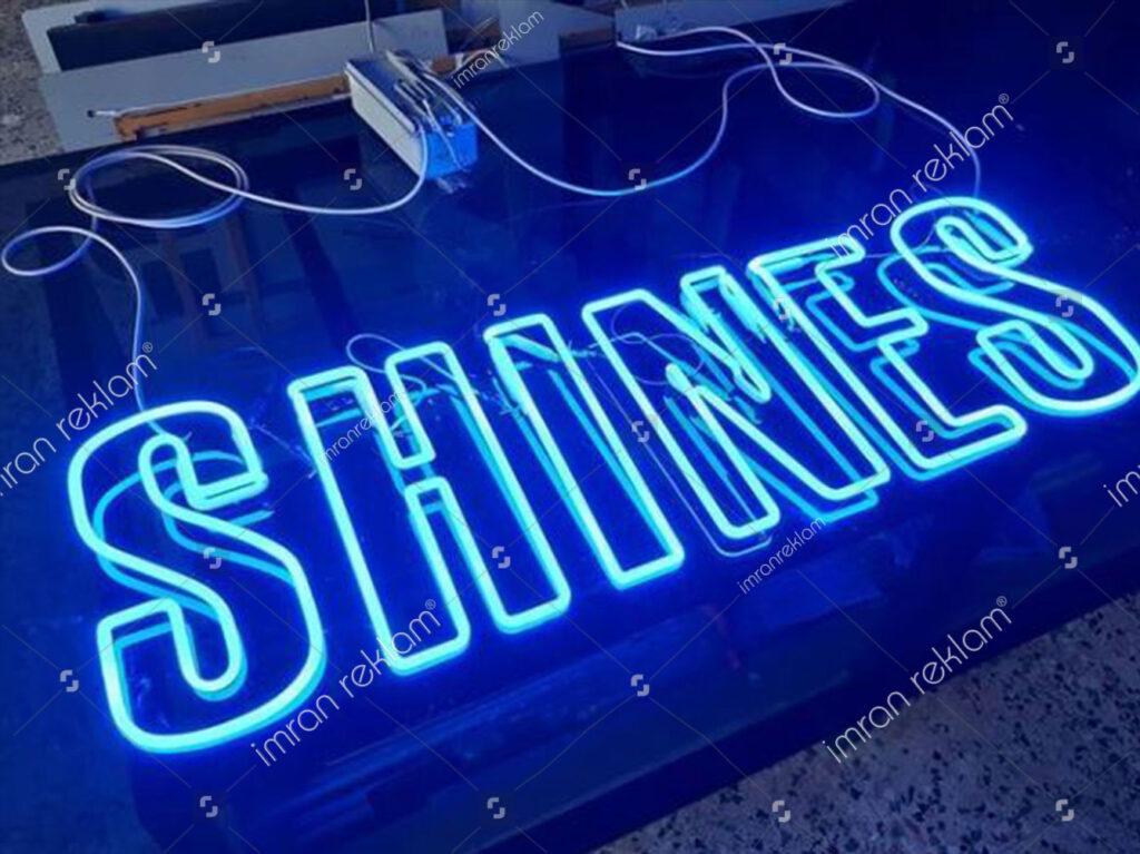Mavi Işıklı Neon Yazıları