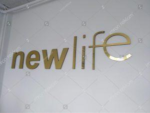 altın-renk-harfli-banko-tabelası