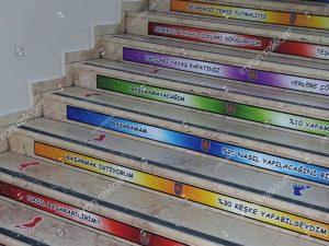 merdiven-renkli-folyo-kaplama