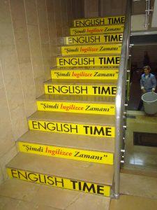 merdiven-uzerine-reklam-kaplama