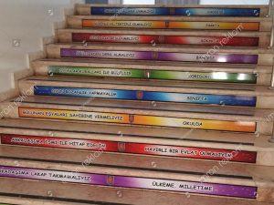 okul-merdiveni-reklam-giydirme