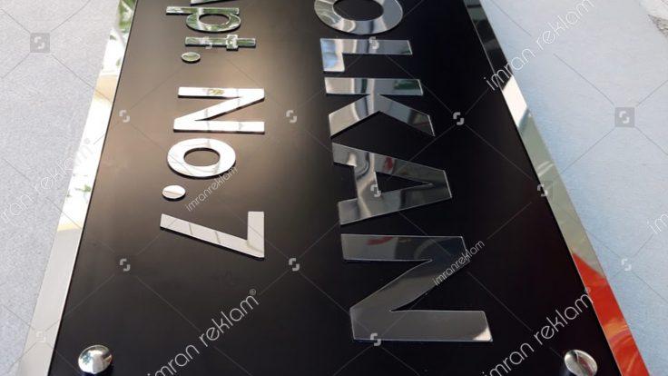 Aynalı pleksi harfli apartman tabelası modelleri