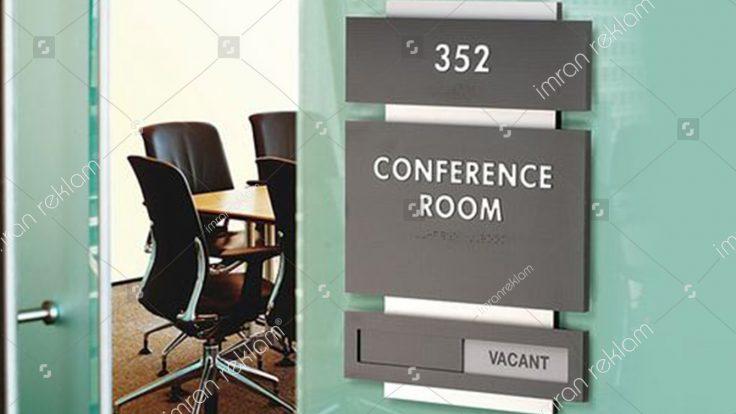 Konferans salonu kapı isimlik tabelası