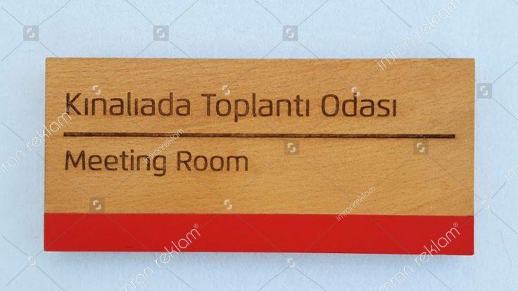 Kınalıada toplantı odası kapı tabelası
