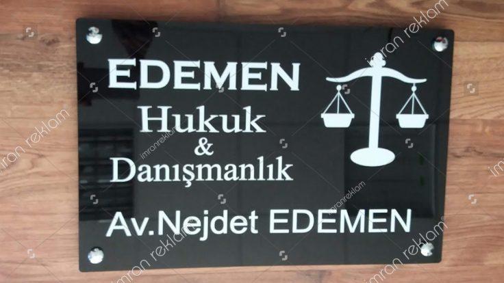 Pleksi zeminli avukat tabelası