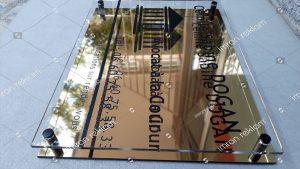 Altın Renk Pleksi Üzeri Pleksi Harfli Kapı Tabelası